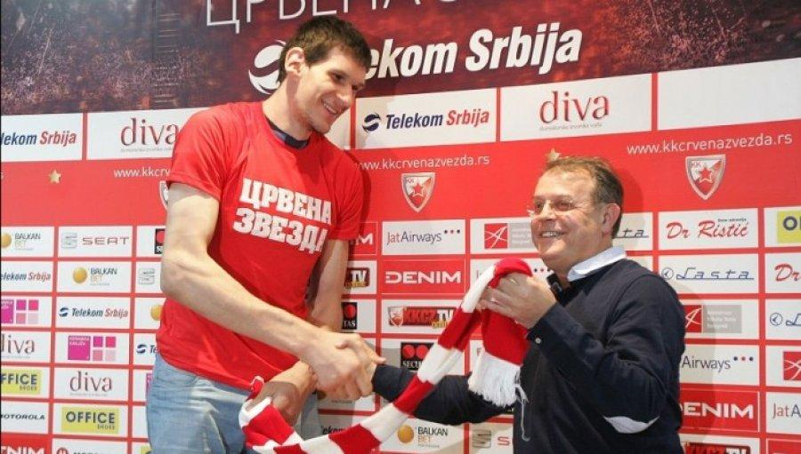 Bobi_potpisao_za_Crvenu_Zvezdu.thumb.jpg